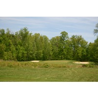 The Orchards Golf Club's par-3 fifth hole is guarded by bunkers.